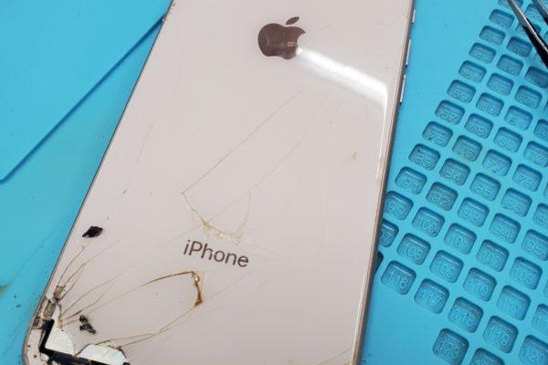 iphone8の背面のガラス割れをもっと安価にする為に