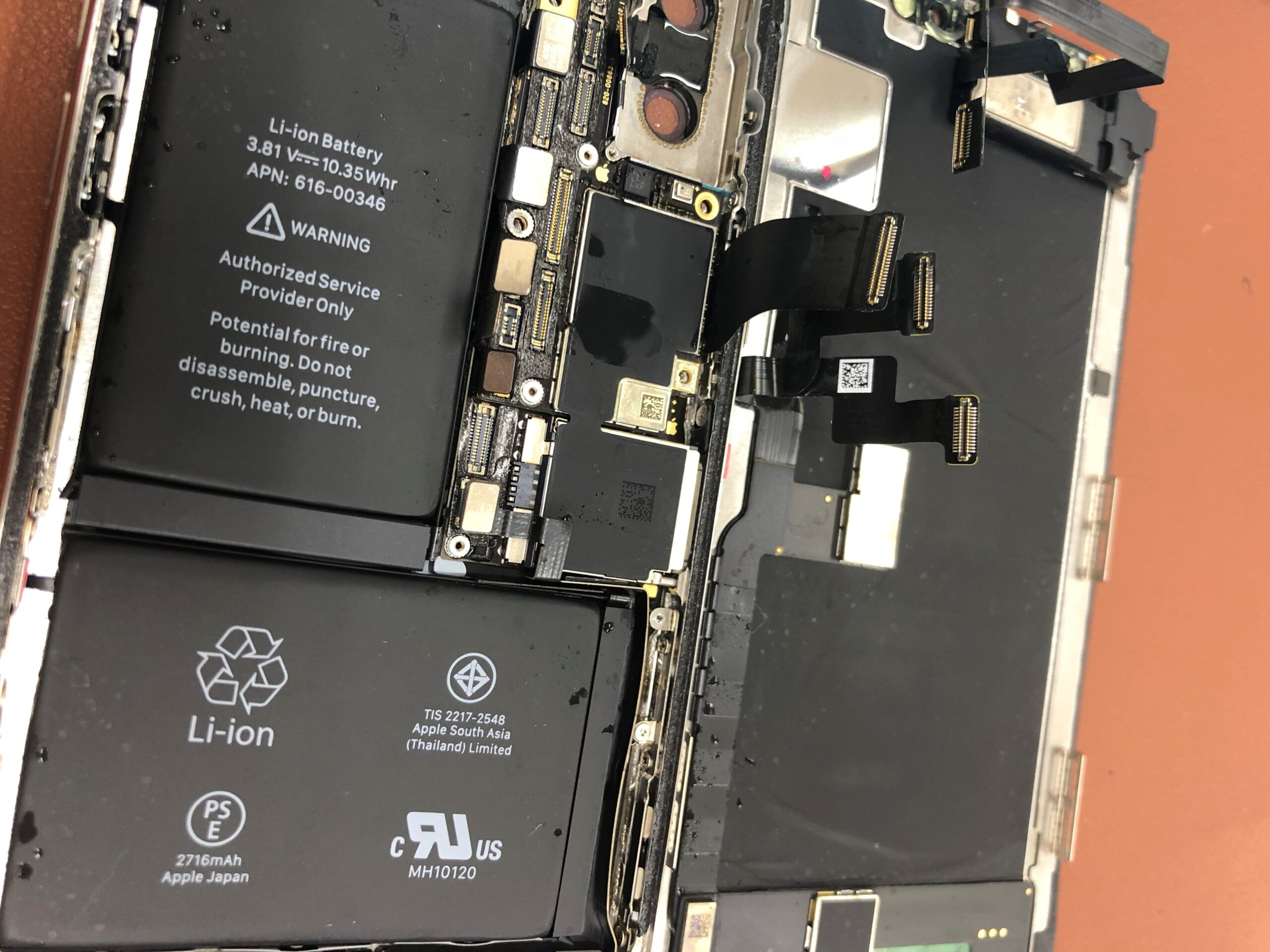 iphoneXプールで水没
